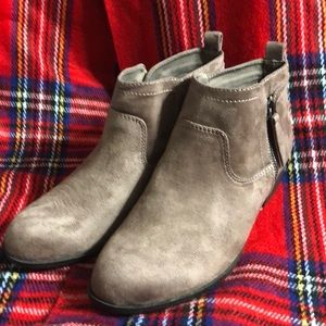 Arizona Garritty Taupe Bootie